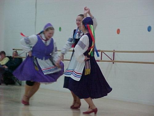 IDD2004Sonechko Ukrainian Dance2